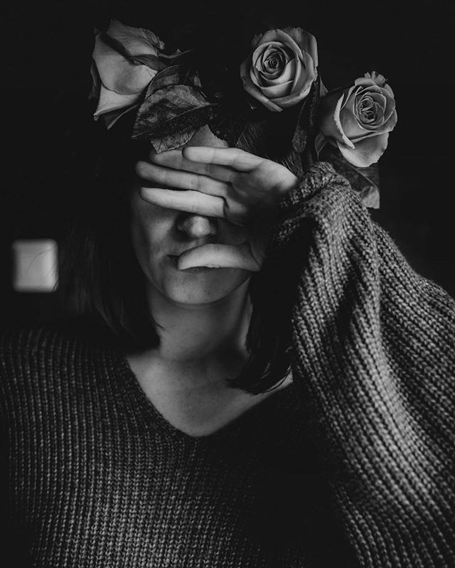 Why am I hiding from you  #bnw #selfportrait #bnw_portrait #instaflowers #roses #flowerwreath #beauty #moody #sad #iwillfindyou #thankyou