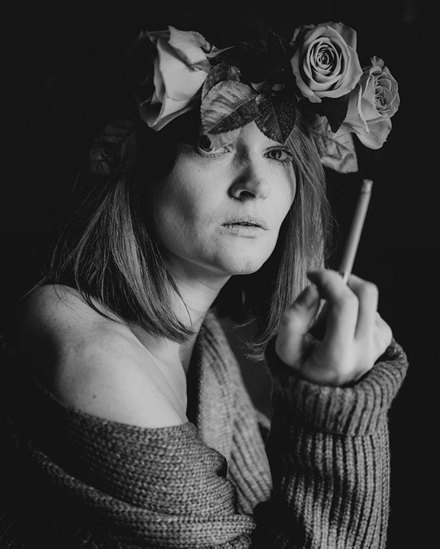Smoking on a full moon 🐺  #selfie #selfportrait #portrait #pirtraitphotography #portraitphotographer #bnw_portraits #bnw #blackandwhitephotography #blackandwhite #grey #roses #cigarette #smoking #fullmoon #celebration #instaflowers #rosecrown