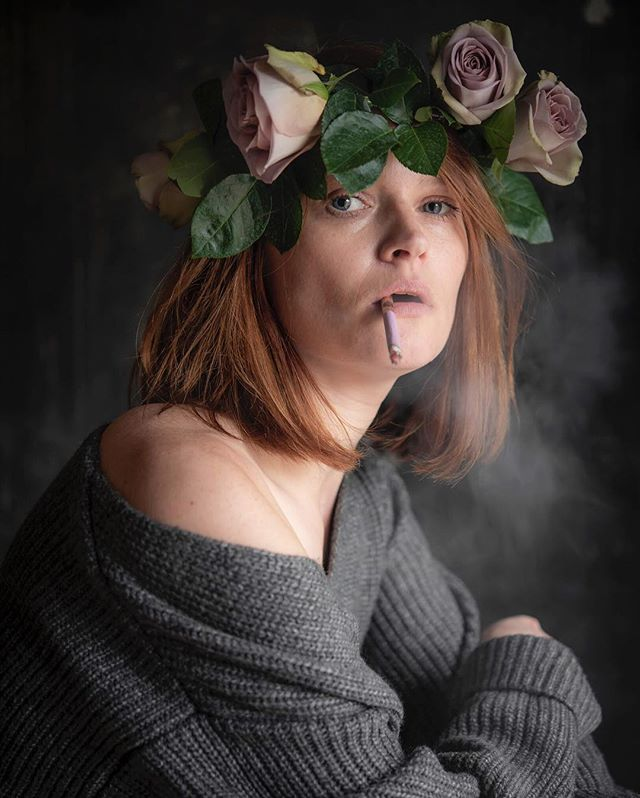 How to go to a punk party when you are in a rose mood 💞  #rosemood #moody #selfie #selfportrait #portrait #roses #rosewreath #instaflowers #pincigarette #cigarette #smoke #grey #shades #redhair #gingerhair #flowers #iamwhatyoumademe