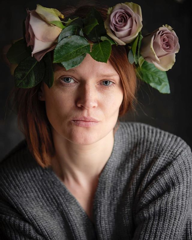 Inhale Exhale Repeat Think positive Smile They say Count till ten Or till Christmas  One - ten Fuck Christmas  #selfportrait #portrait #selfie #roses #rosewreath #flowercrown #positive #fuckchristmas #grey #noiamnotok #gingerhair #redhair #freckles