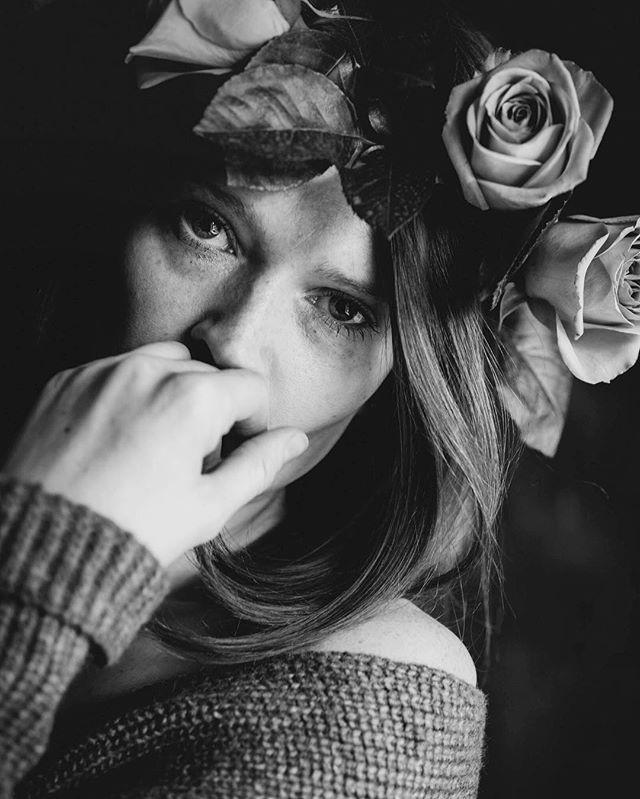 Wondering what flowers to choose for the next crown  #selfieofday #selfportrait #selfie #portrait #bnw #bnw_portrait #blackandwhite #feelings #iaminlove #timeflies #blackandwhitephotography #roses #moody #prettywoman #instaflowers
