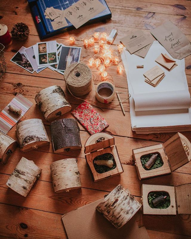 Chaos pakowania ! 😍 Uwielbiamy ten moment!  #fireinthewoods #drewnianepudełko #drewnianypendrive #woodenusb #woodenbox #woodengoods #drewniane #reklama #forphotographers #dlafotografow #onlineshop