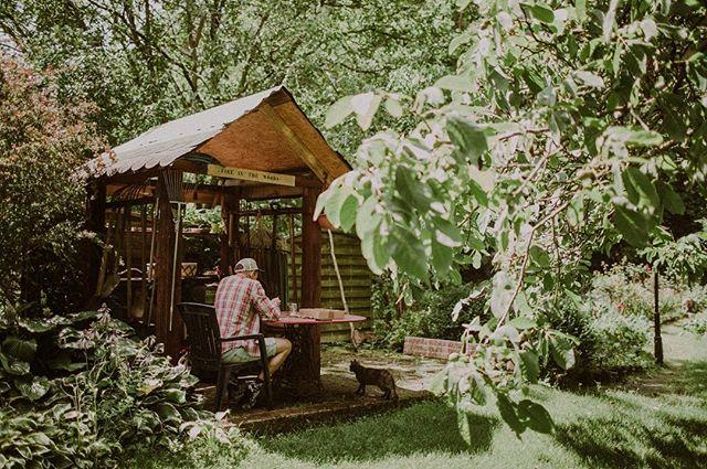 Nasi Kochani leśnicy ❤️ Postanowiliśmy przedłużyć zniżkę 10% do końca tygodnia 😍 Enjoy! Link w bio! A my tymczasem wspominamy prace nad naszymi drewienkami w ogrodzie, zielonym, pełnym życia 🌿 tęsknimy do wiosny! 🥰 #linkwbio #backstage #behindthescene #workinthegarden #gardenstate #gardenstateofmind #dlafotografow #dlafotografa #forphotographers #packagingforphotographers #drewnianypendrive #drewnianyusb #drewniane #drewnianedodatki #drewnianedekoracje #usb #pendrive #woodenpendrive #woodenusb #woodenart #inthegarden #fireinthewoods #przylesie12 #drewnowdomu #fotografiaslubna #pamiecusb