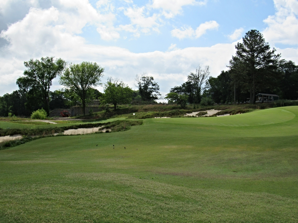 Sweetens Cove's 9th has a dramatic slope to its redan.