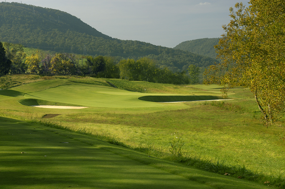 Black Creek Club's 7th, a long reverse redan designed by Brian Silva. Photo Credit:  Black Creek Club