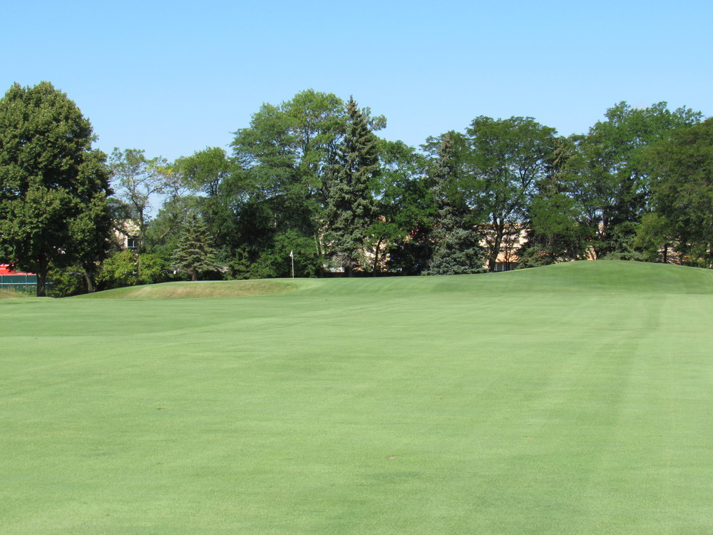 The approach to the 1st at Blue Mound.
