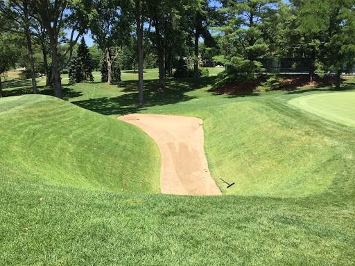 St. Louis C.C.'s hidden sahara bunker that guards the front of the 18th green. Photo Credit: Kyle Truax  @TheTruArchitect