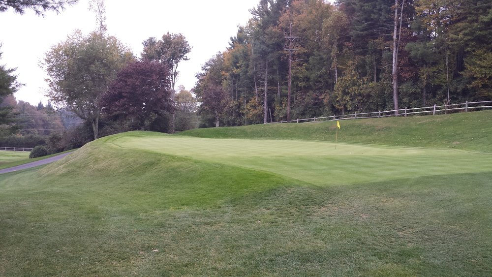 An example of the subtle breaks in a pushup green at Blowing Rock C.C.