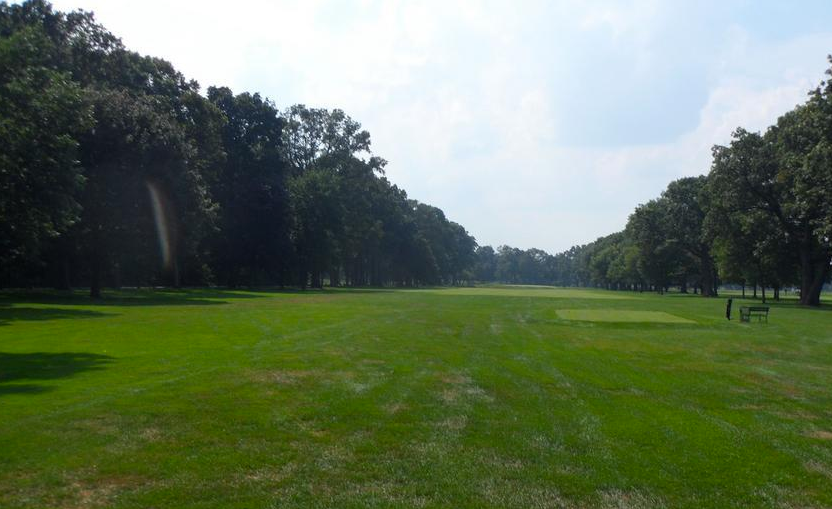 The long par 4 5th is divided by a ravine.
