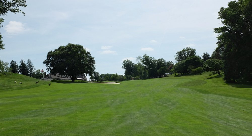 The 2nd shot from the 9th sloping fairway. Photo Credit:  @linksgems