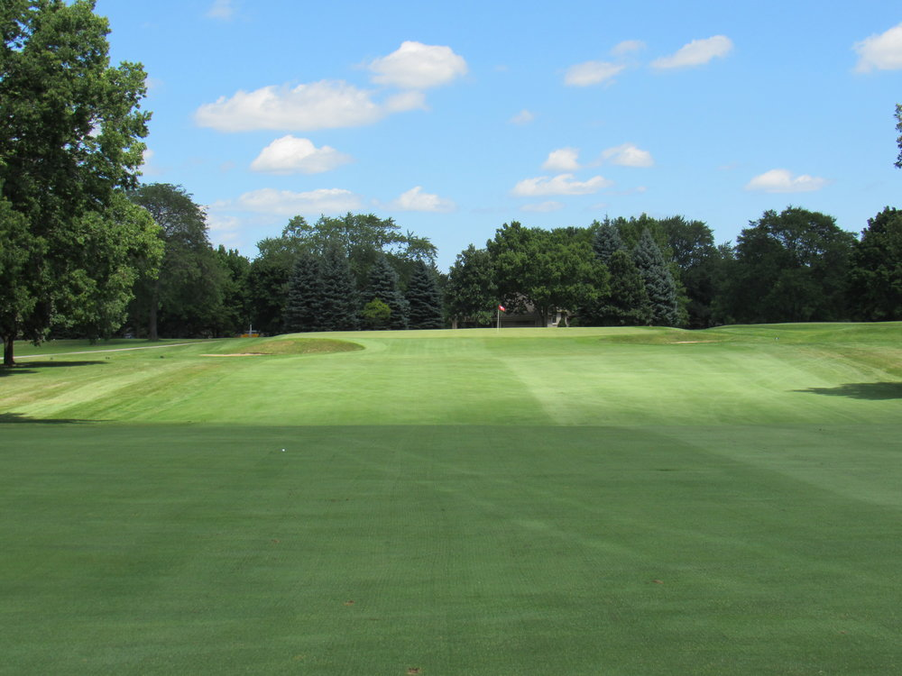 The approach to the beautiful pushup 15th green.