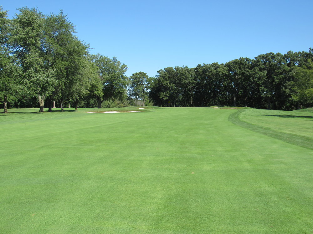 The approach to the 2nd at Olympia Fields North Course