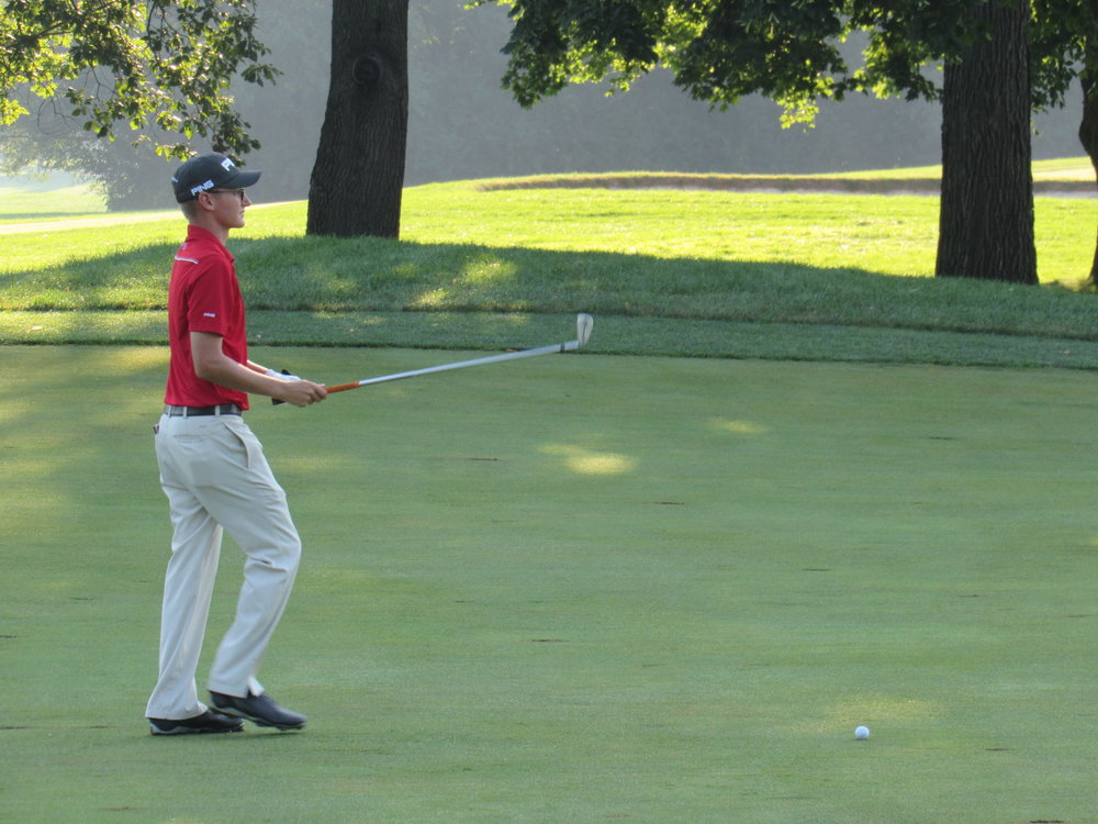 Dylan Meyer hitting a second shot at the 2016 Western Amateur