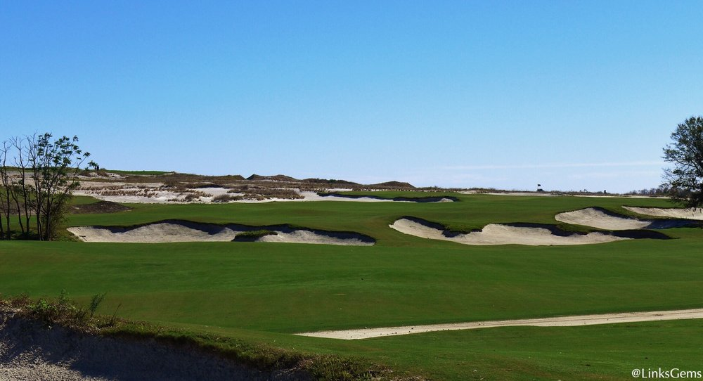 A closer look at the great hazard Doak uses at Streamsong Blue. Photo Credit: Jon Cavalier  @linksgems