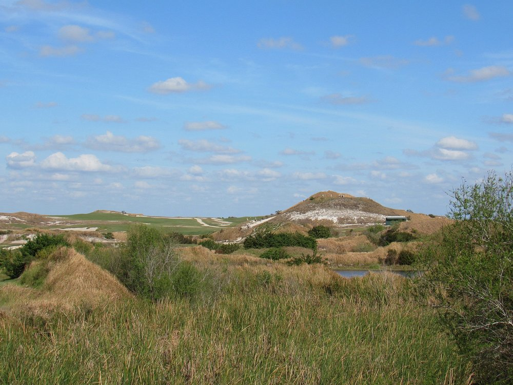 Streamsong's topography is filled with natural dunes and hills.
