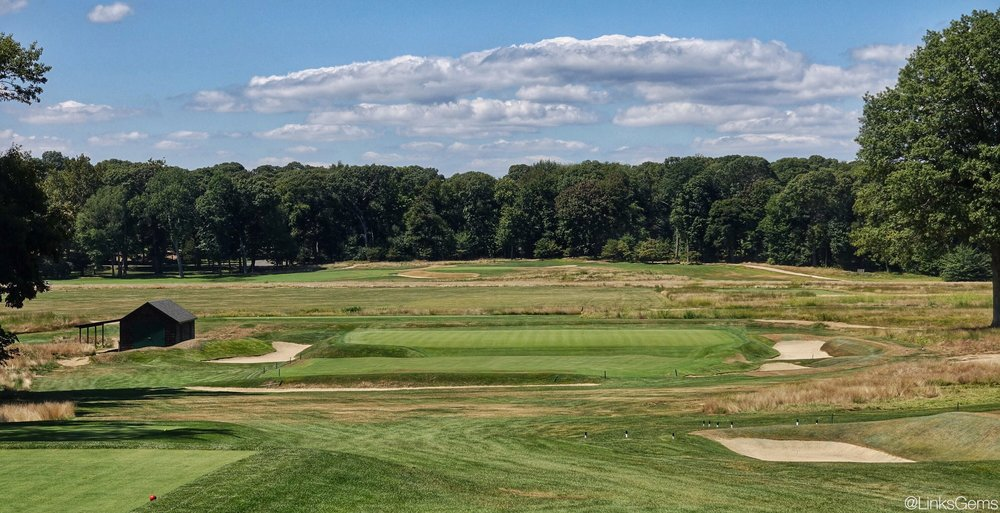 Piping Rock's 9th hole from the tee. Photo Credit: Jon Cavalier @linksgems
