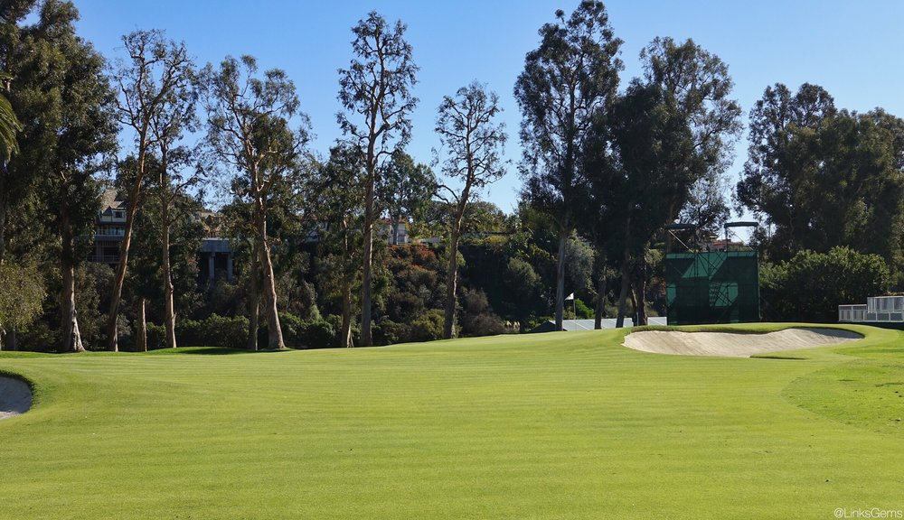 The approach to the 10th. Photo Credit: Jon Cavalier @linksgems