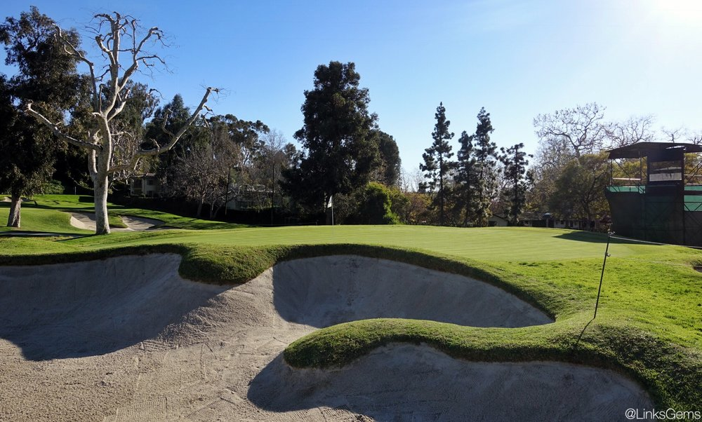 The beautiful bunker lines on the right side. Photo Credit: Jon Cavalier @linksgems