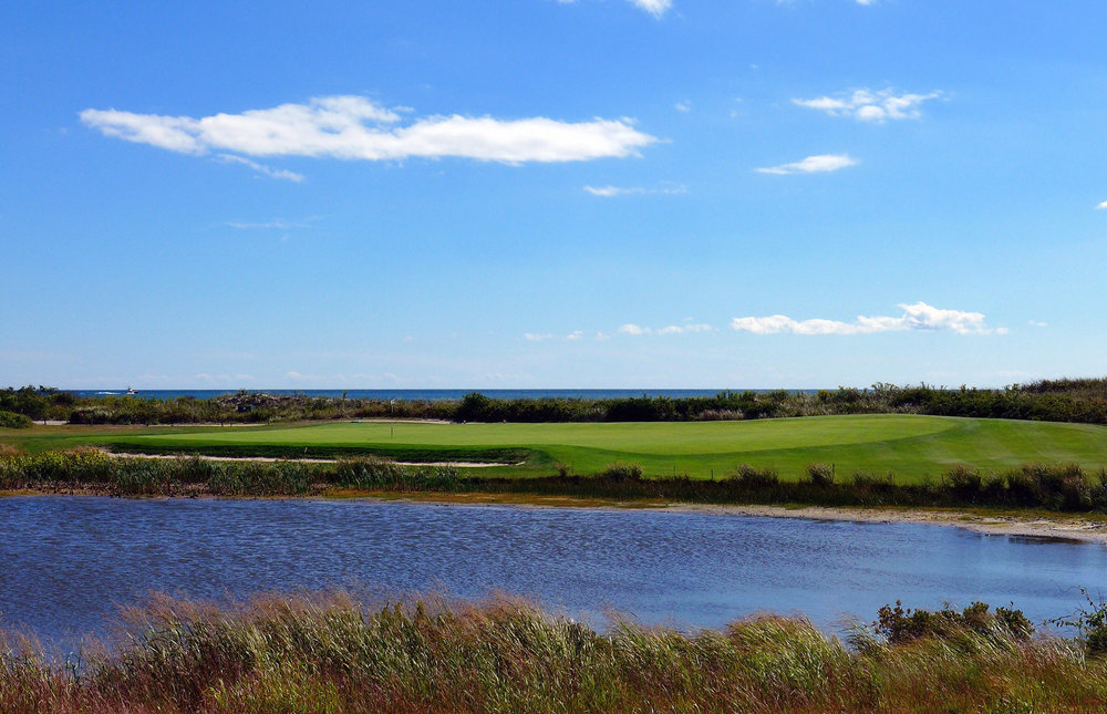 The redan 2nd hole at Fishers Island. Photo Credit: Jon Cavalier @linksgems