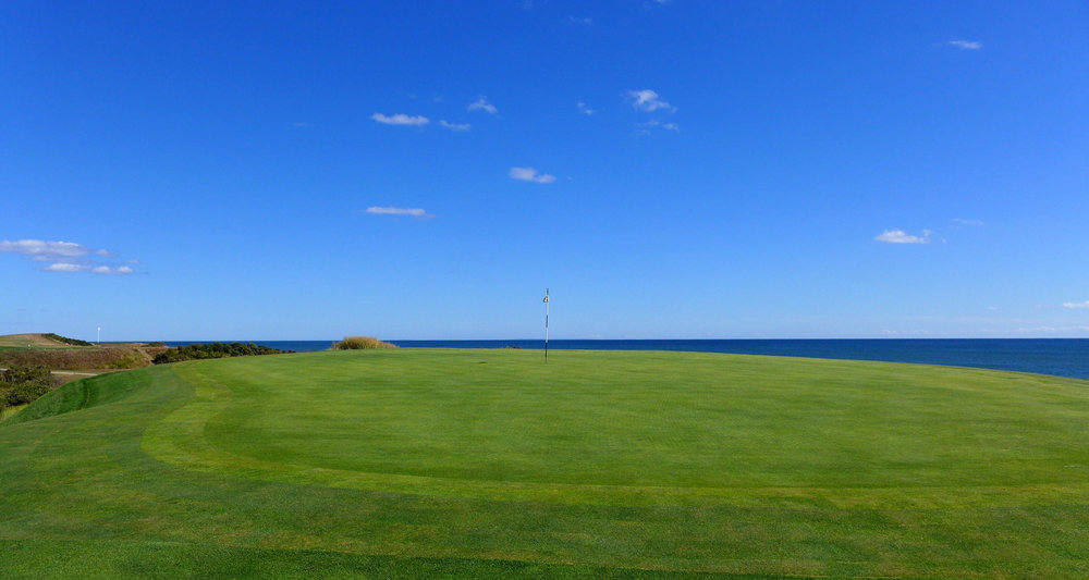 The 3rd green and horizon. Photo Credit: Jon Cavalier @linksgems