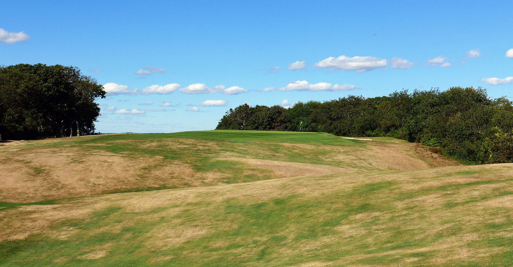 The uphill and rarely flat approach shot to the 6th. Photo Credit: Jon Cavalier @linksgems