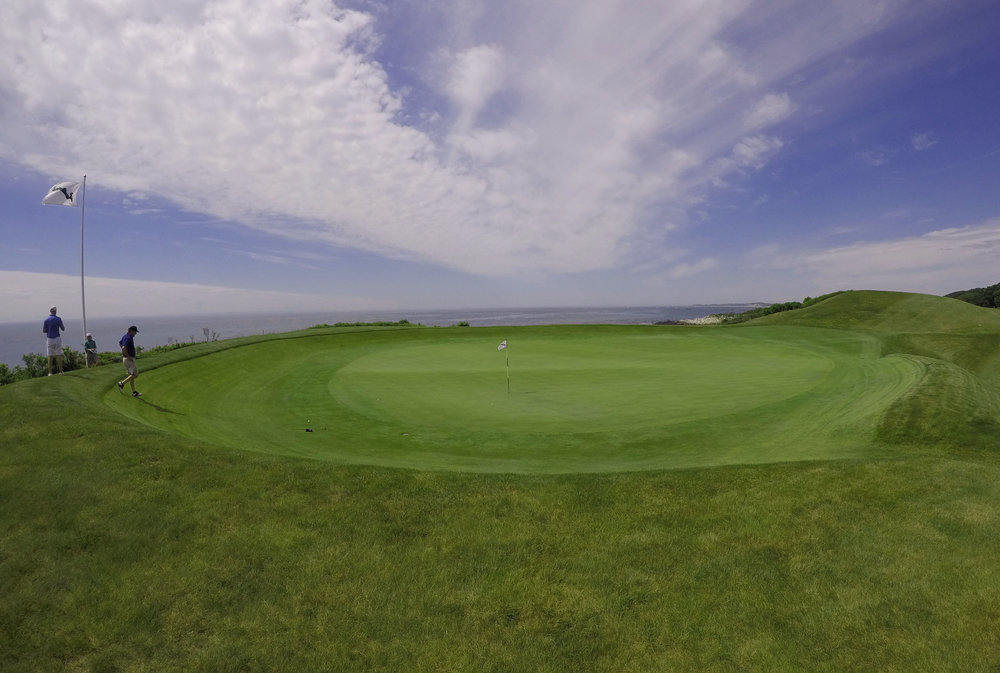 The subtle ridge that runs through the punchbowl green. Photo Credit: Jon Cavalier @linksgems