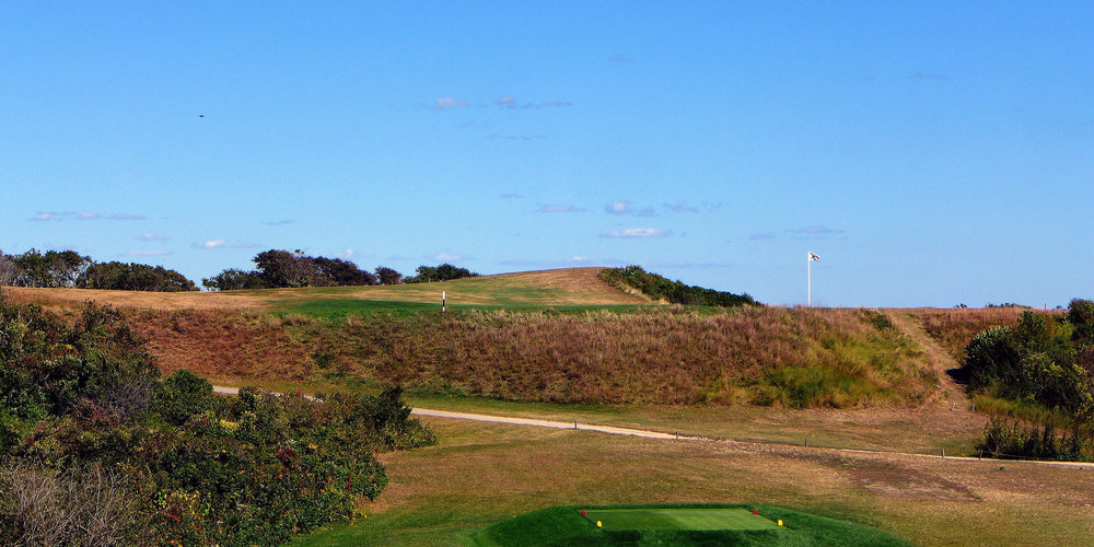 The intimidating tee shot at Fishers Island's 4th. Photo Credit:  J on Cavalier @linksgems