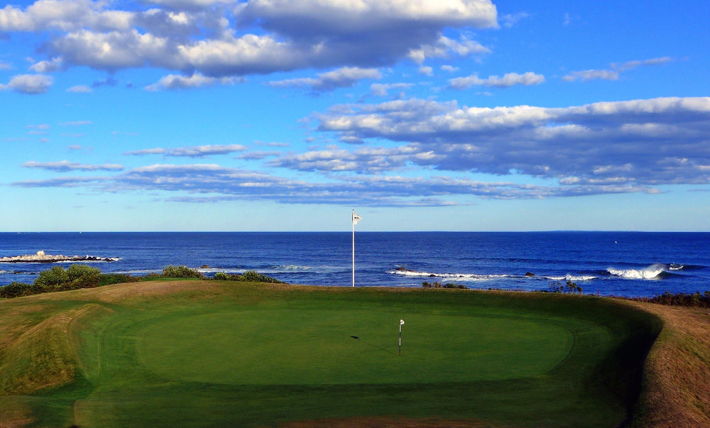 The look at the punchbowl green at Fishers Island's 4th. Photo Credit:  J on Cavalier @linksgems