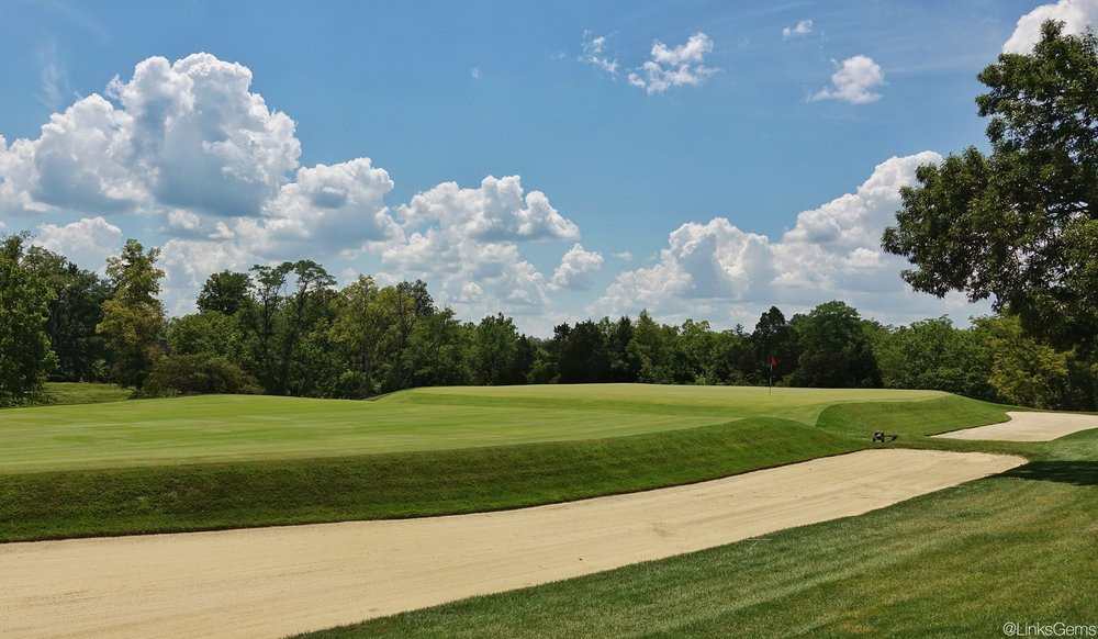 The built up 8th green at Camargo. Photo Credit: Jon Cavalier  @linksgems
