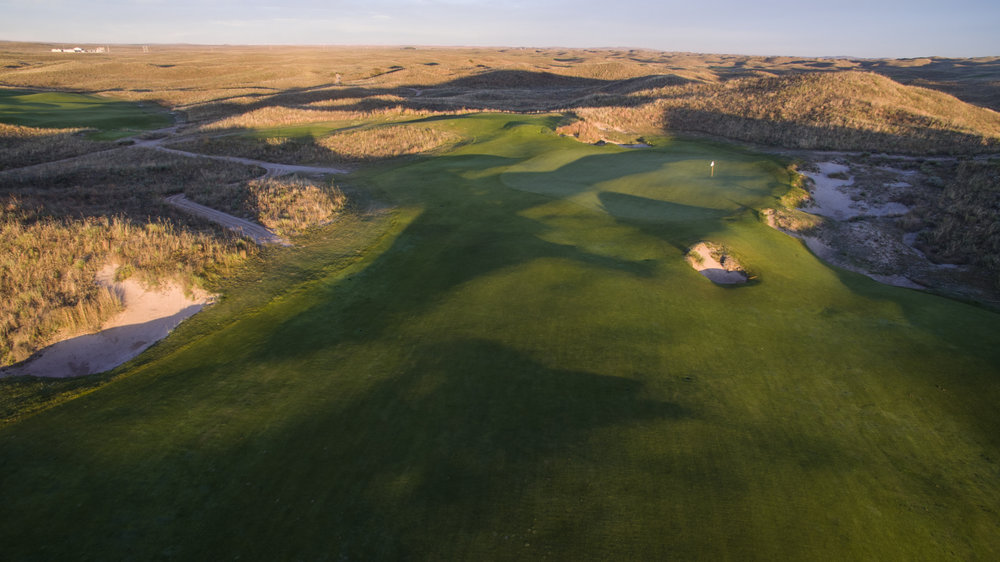 The unique ground contours of Ballyneal's 12th hole.