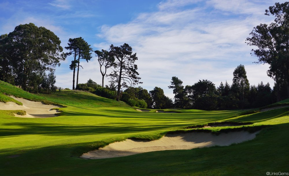 The view of the green just short of the right fairway bunkers. Photo Credit:  @linksgems