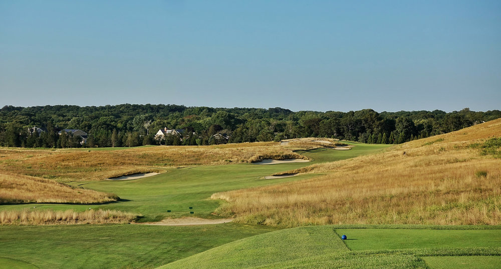 The long par 4 14th hugs the ridgeline