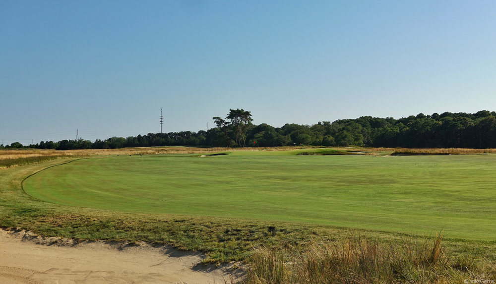The view of the 8th green from the left side of the fairway. Photo Credit:  Jon Cavalier  @linksgems