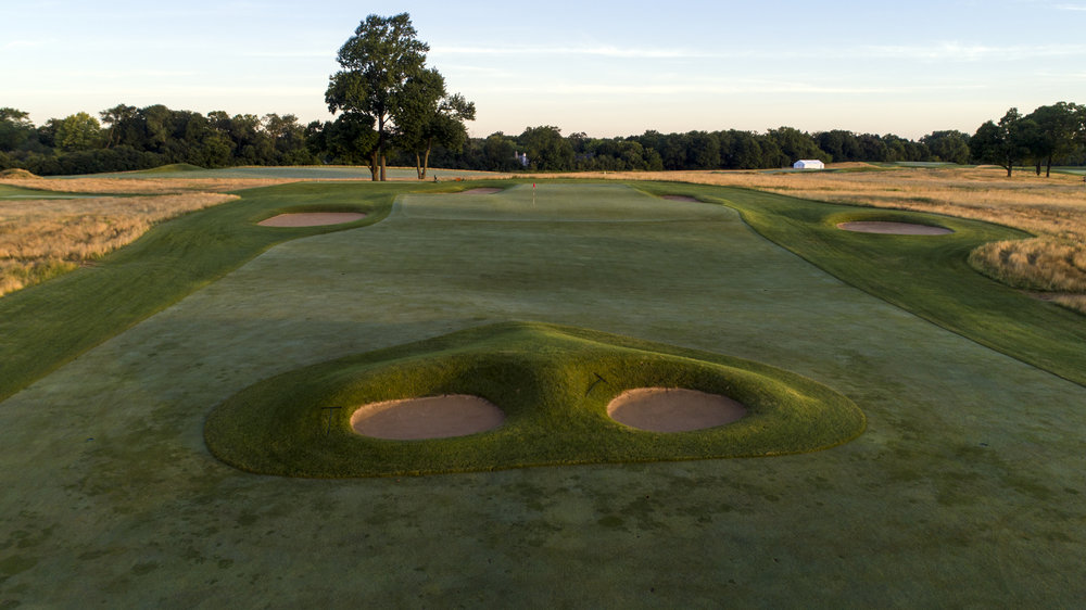 The double plateau 6th at Chicago Golf Club