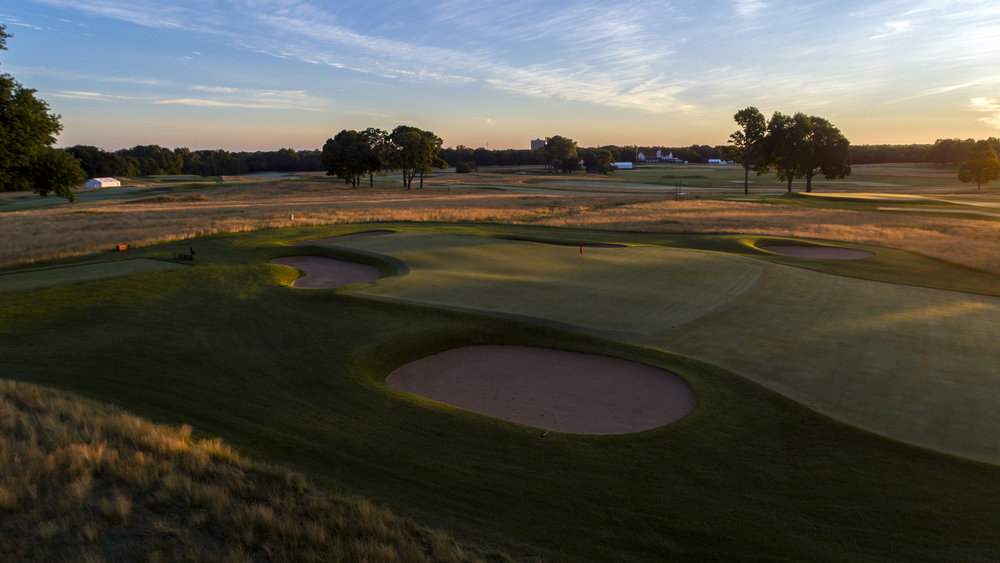 The double plateau green at Chicago Golf.