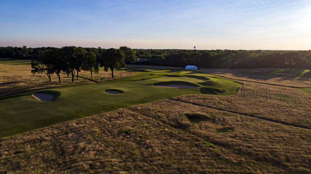 The punchbowl 12th at Chicago Golf Club drains out of the right side.