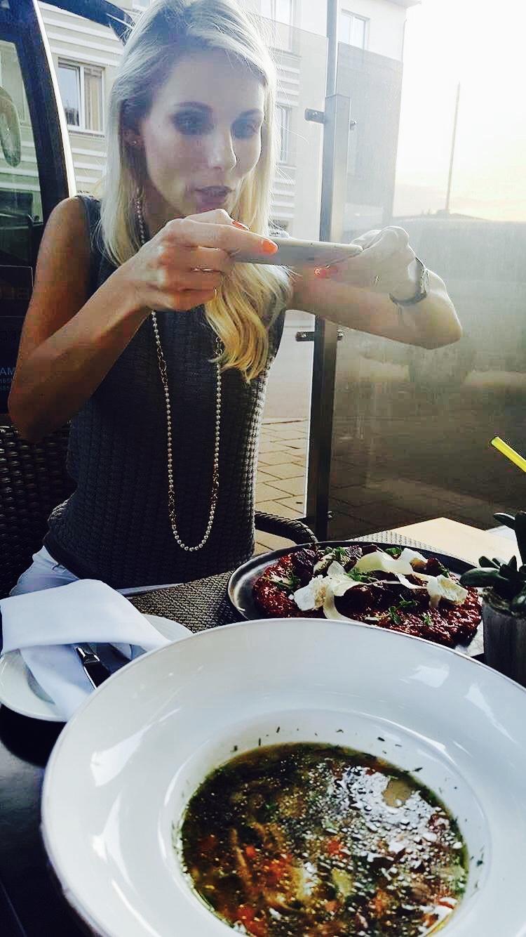 Draugė nesusilaikė neužfiksavusi momento, kai gavau patiekalą be gliuteno restorane :)