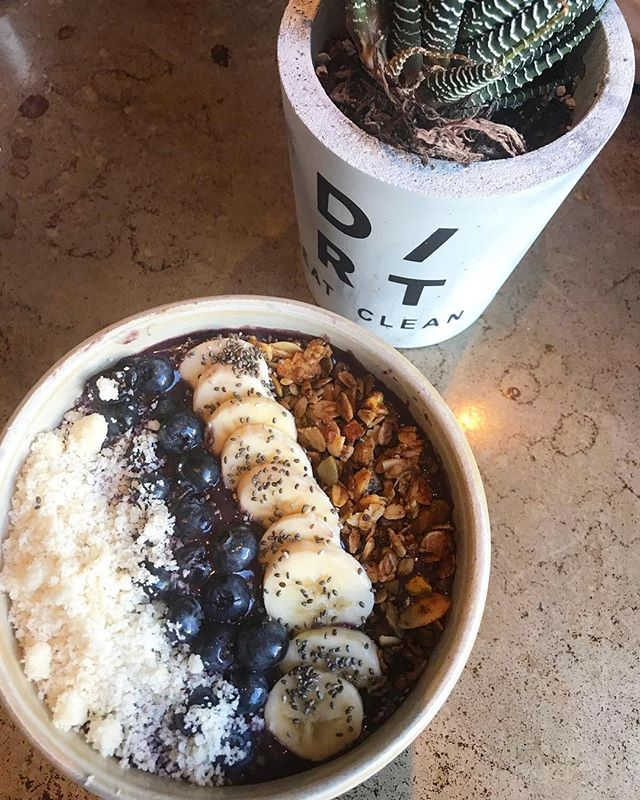 Getting @dirteatclean w it. #acaibowl on a Sunday 🙌🏼✨🌿 . 📍#Miami . #greenhopping #eatclean #healthyeating #healthiswealth #liveclean #vegansofig #miamivegan #vegansofmiami