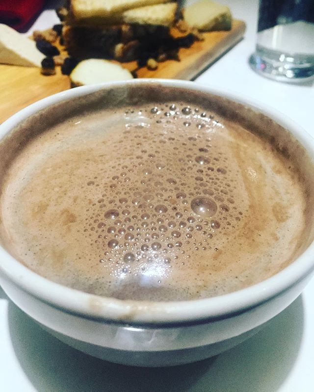 It's almost that time of the season ✨ #vegan hot chocolate from @delicesarrasin on Christopher st! #nyc #frenchvegan #nodairy #nosugar