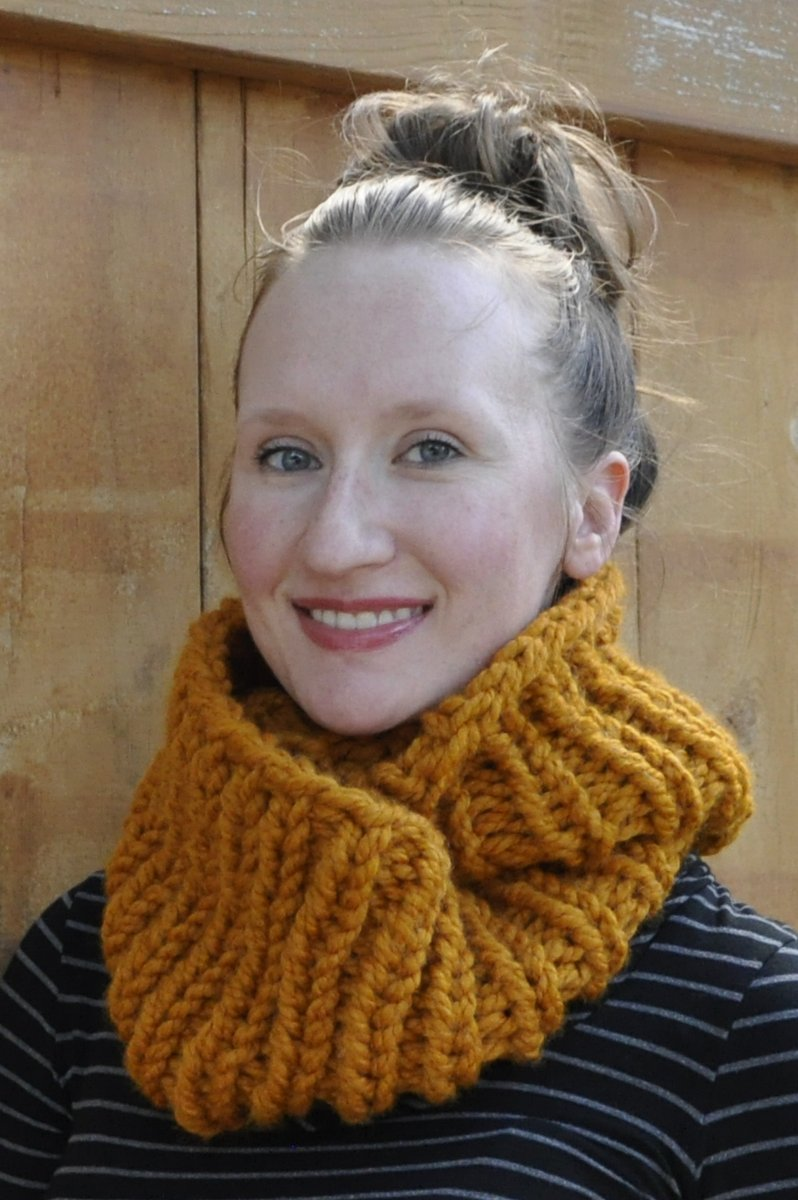 Free Knitting Pattern: Two-Hour Cowl by Lauren Dahl