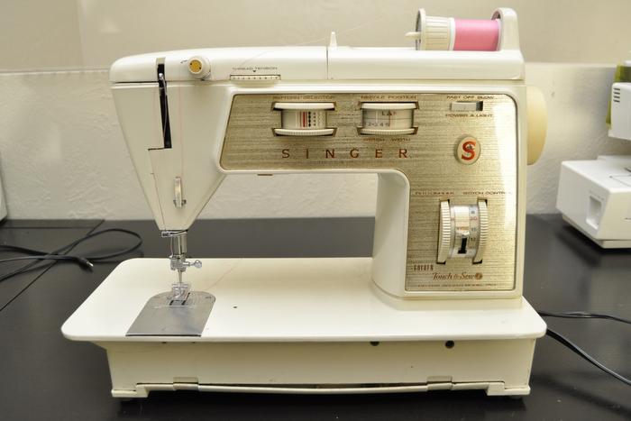 Singer Touch & Sew Deluxe Model 750