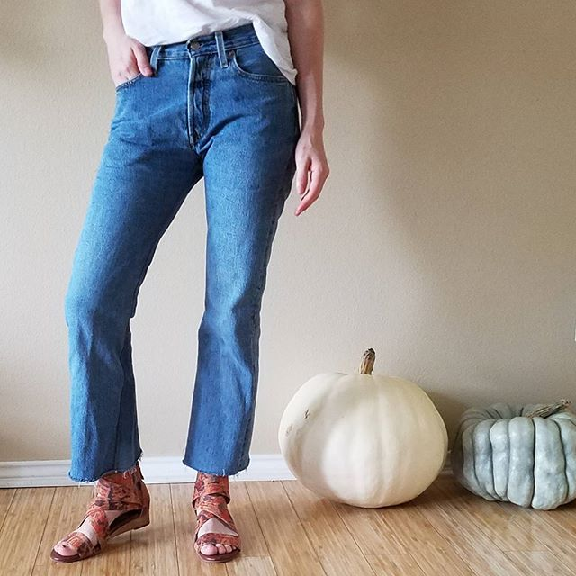 Old Levi's 501 jeans reconstructed into modern, cropped flares with a knee-deep gusset and narrowed thighs. Not a look for everyone, but I adore it. #sewing #isew