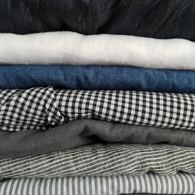 Linen with a splash of chambray. Where will I start? Cleaning out my stash and these made the cut.