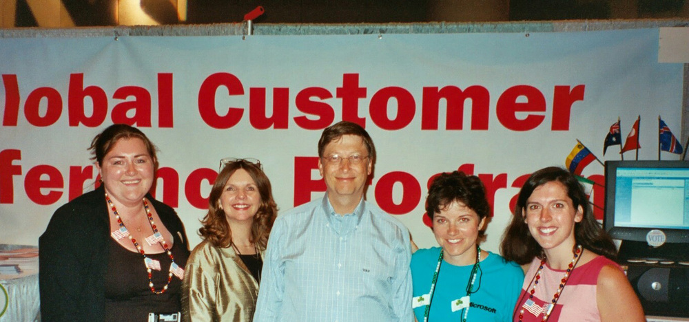 Customer Evidence Team and Bill Gates in MGX 2002