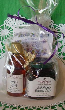 maine wedding favor maple syrup blueberry jam and blueberry tea