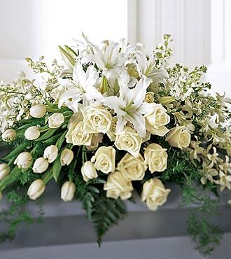 white-casket-spray-329.jpg