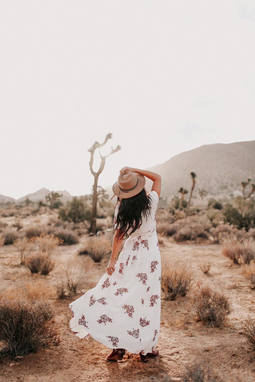Desert_Engagement_MelissaMarshall_14.jpg