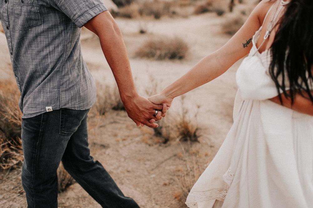 Desert_Engagement_MelissaMarshall_25.jpg