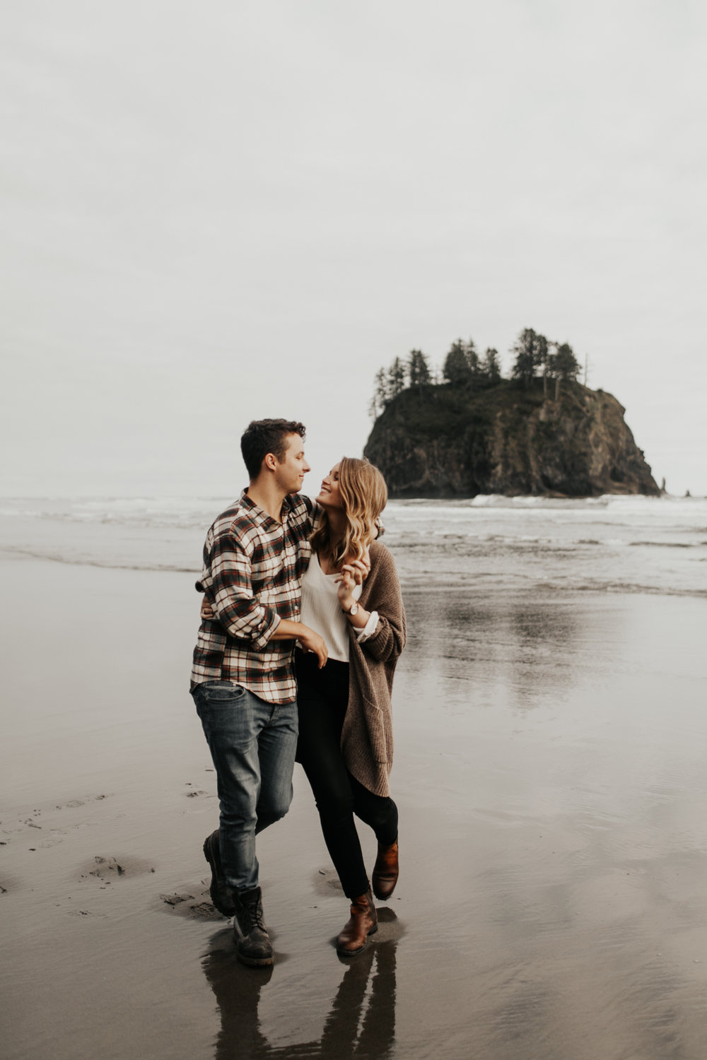 La_Push_Washington_Coast_Engagement-9.jpg