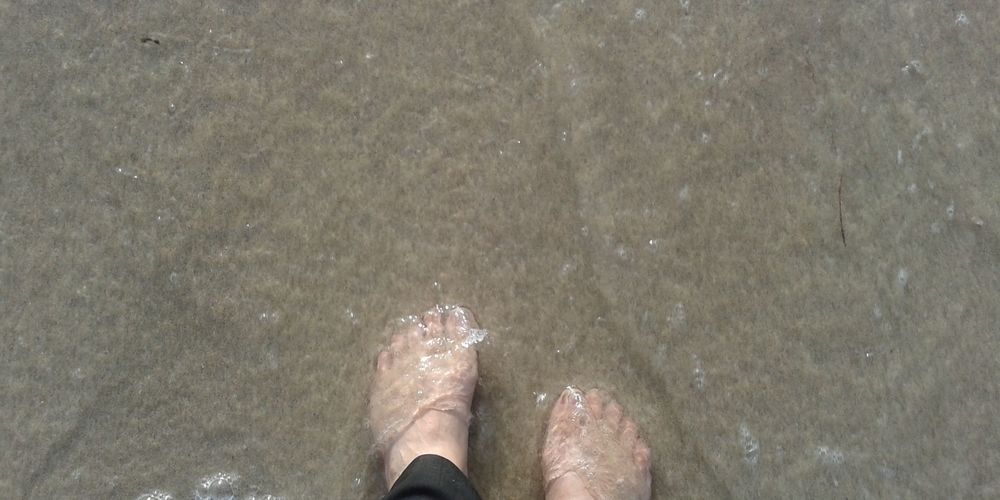 One of my favourite things to do in Oz was to stand on the beach and let the waves wash over my feet. I would imagine all my burdens washing away.